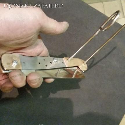 Assembling of Sicilian razor